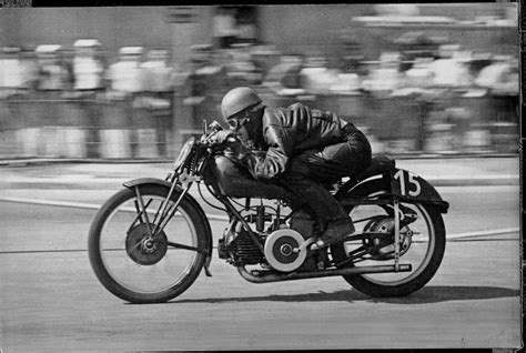 Vintage Motorcycle Pictures - Classic Motorbikes