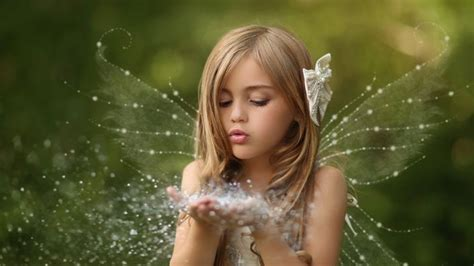 Cute Little Girl With Wings In Green Background HD Cute